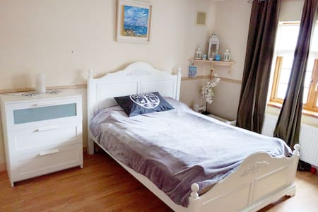 BUDGET ensuite double bedroom with parking - Clondalkin