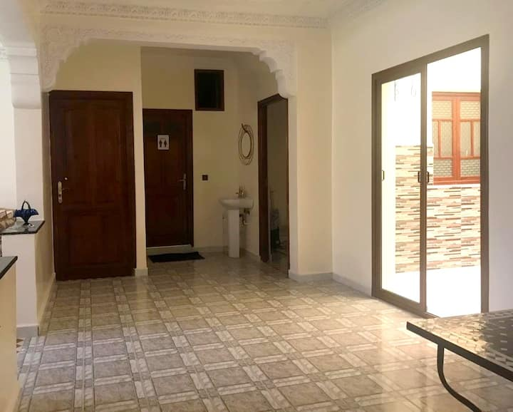 Charming Apartement close to the airport RAK