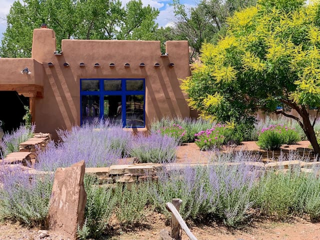 Spectacular Abiquiu Ranch on the Chama River