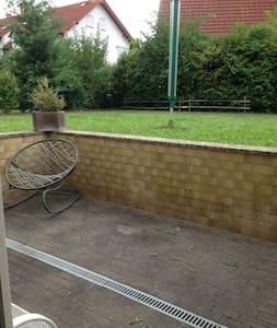 Gemütliche Wohnung mit großem Garten und Terrasse - Friedberg (Hessen) - Appartamento