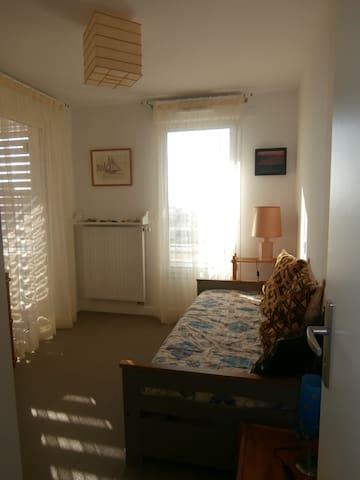 une deuxième chambre avec  lit Gigogne