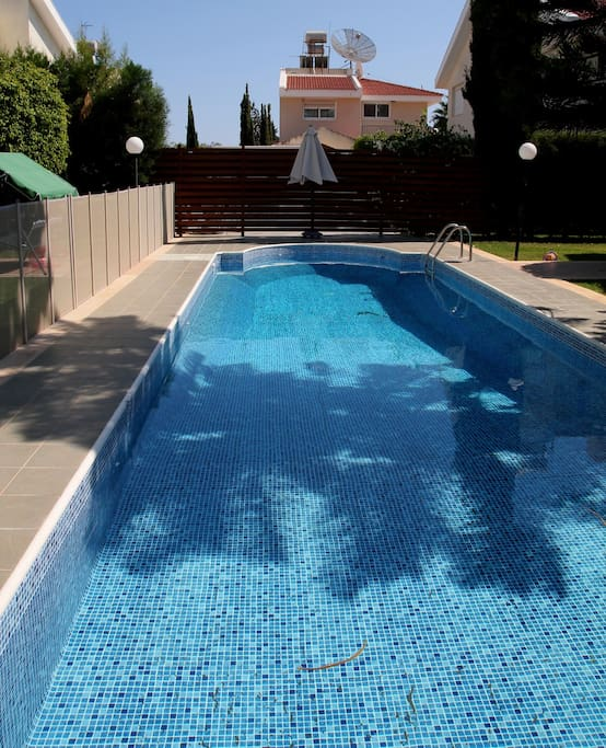 Swimming pool with kids fence