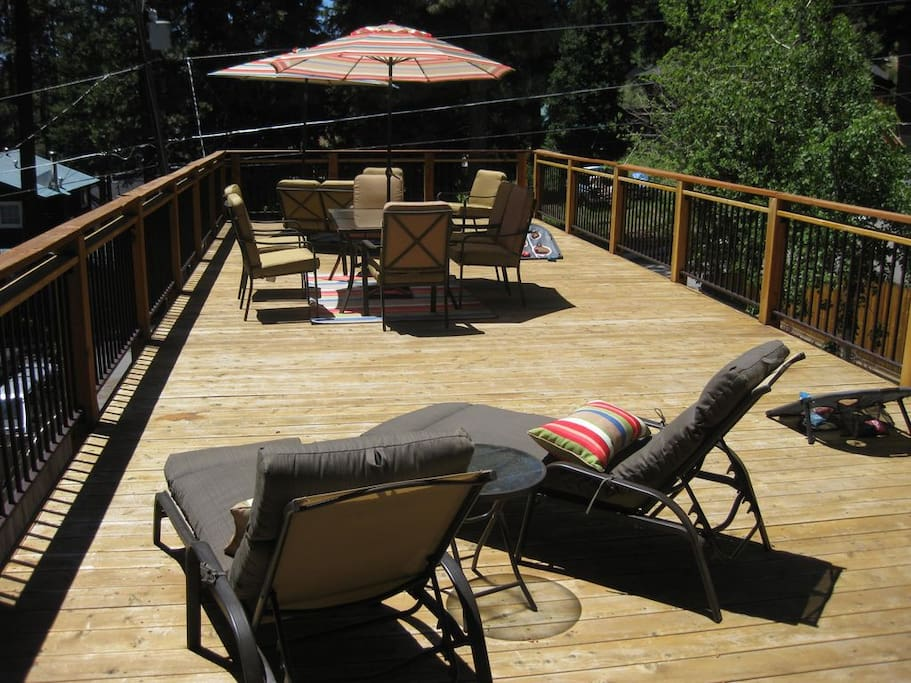Massive deck with filtered view of the lake and HOT TUB!