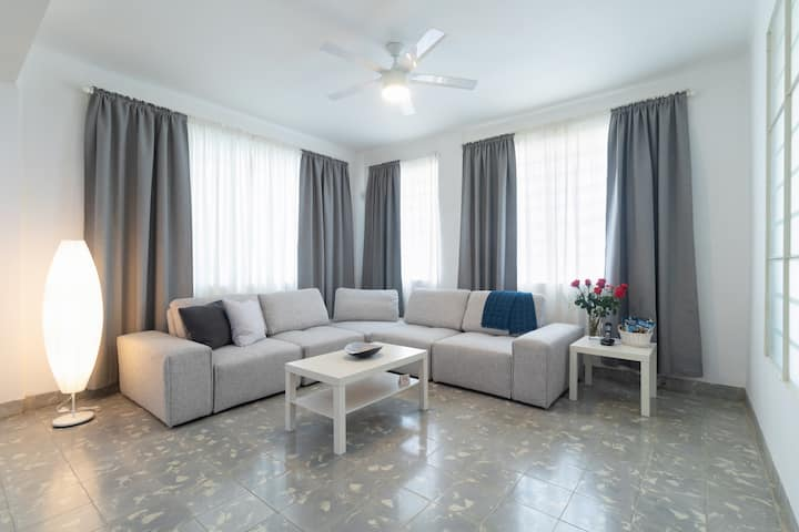 Luxury private apartment near US embassy + WiFi
