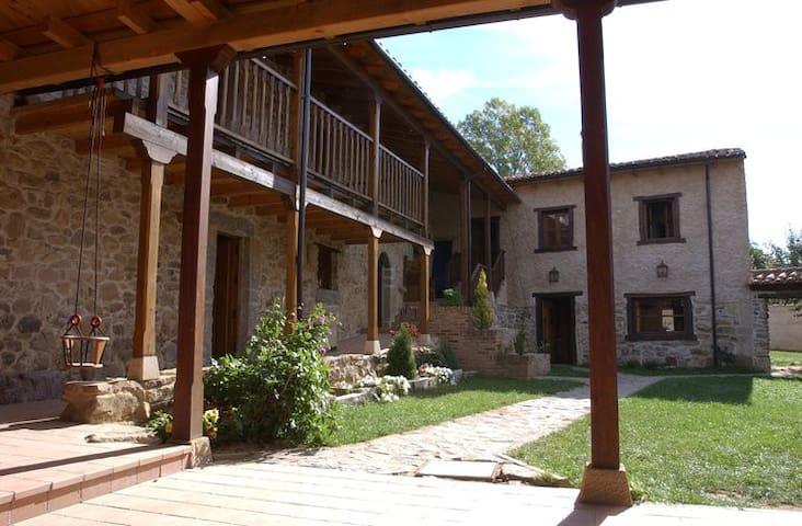 Casas en el corazon de la montaña leonesa - León - Hus