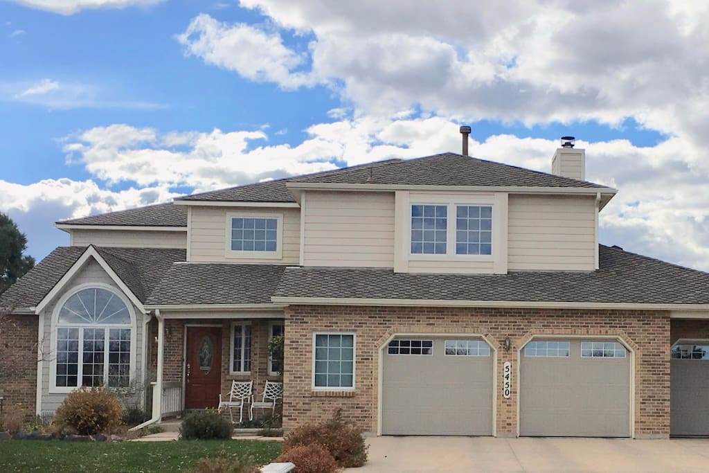 Minutes from USAFA, UCCS and walking distance to Ute Valley Park with miles of trails