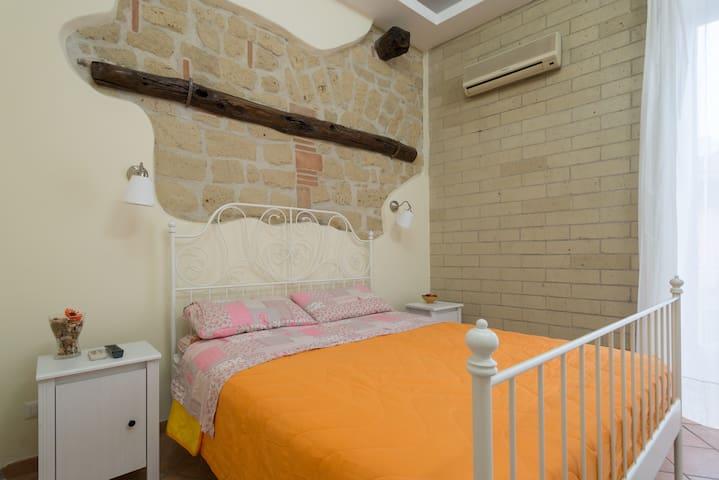 Alla Corte del Re - Camera Romantica - Napoli - Bed & Breakfast