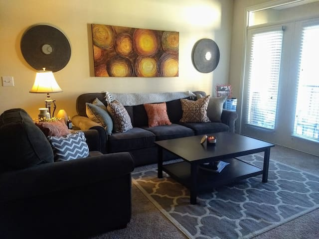 Minutes from Downtown Fort Worth & The Stockyards!