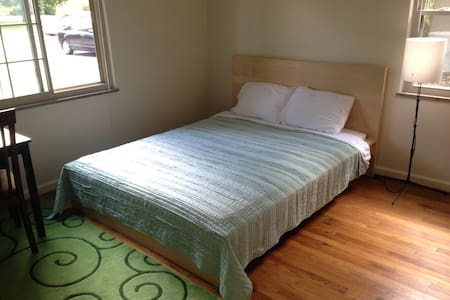 Big Sunny Room, Queen Bed, Desk, Convenient to OSU - Apartemen