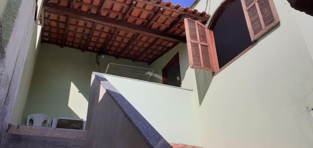 Cabo frio- Casa: 1 quarto, sala, cozinha, Tv