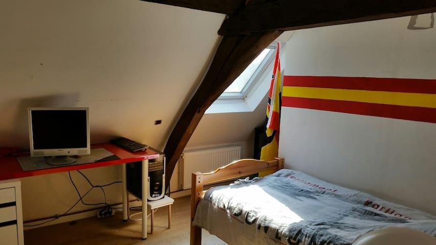 Chambre à louer dans maison sur villeneuve d ascq. - Villeneuve-d'Ascq - Hus