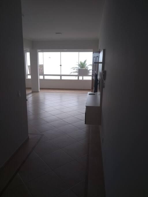 Vista do corredor para área comum