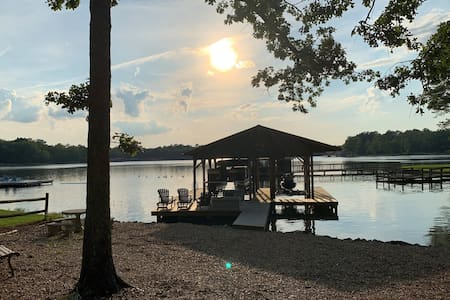 Stunning Log Home Guest Suite on Weiss Lake