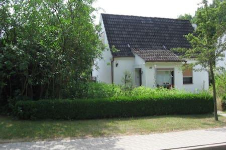 Idyllisch gelegenes Haus für eine Auszeit - Buchholz in der Nordheide - Rumah Tamu