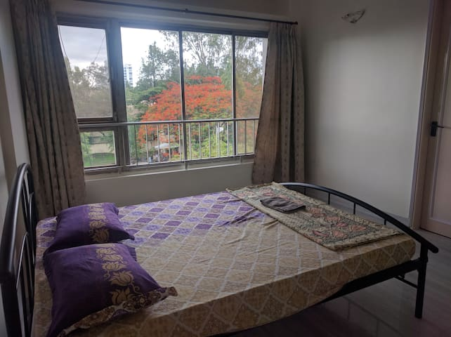 Basic Ensuite room near Osho - Pune - Apartment