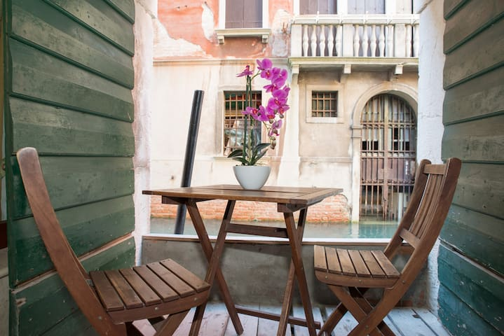 PRIVATE TERRACE ON CANAL VIEW