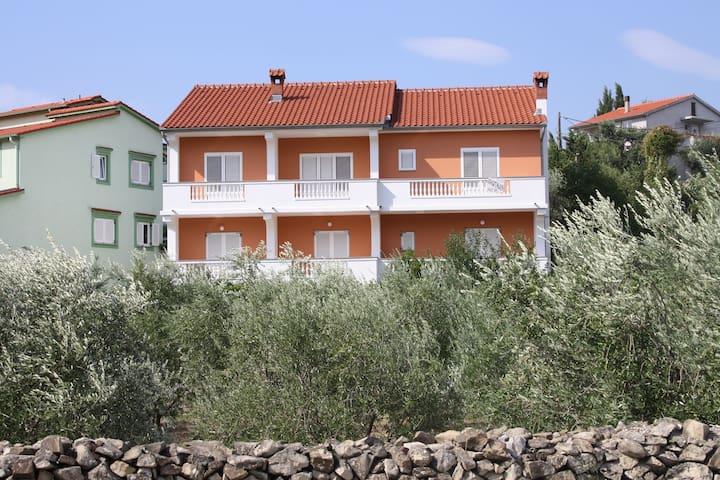 Apartment Garden A1(2+2) Palit, Island Rab