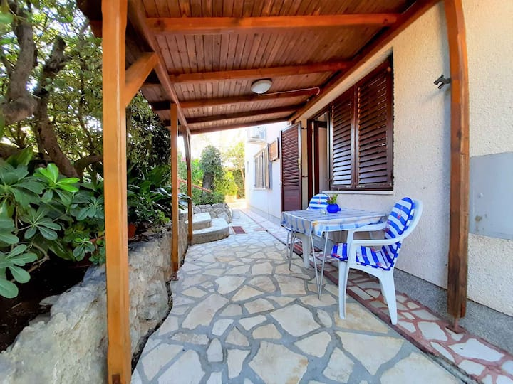 Studio for 2 persons in Krk R95412