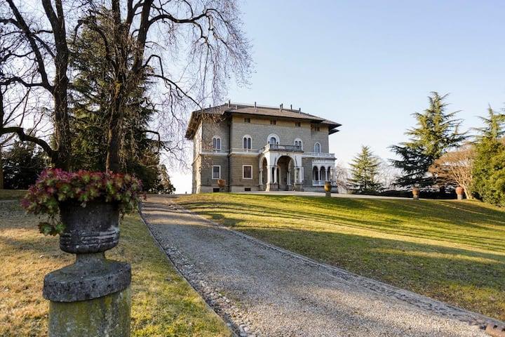 Villa Luce at Lombardia