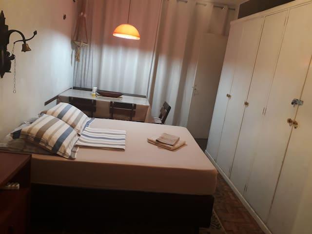 Praia.Apartamento Simples.Condomínio à Beira-Mar.