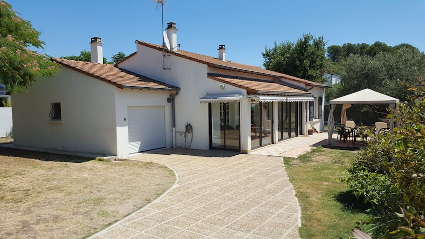 villa 200m2 with pool on big garden - Aigues-Vives - Talo