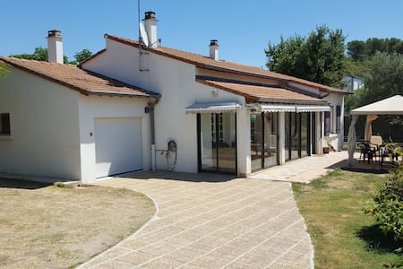 villa 200m2 with pool on big garden - Aigues-Vives