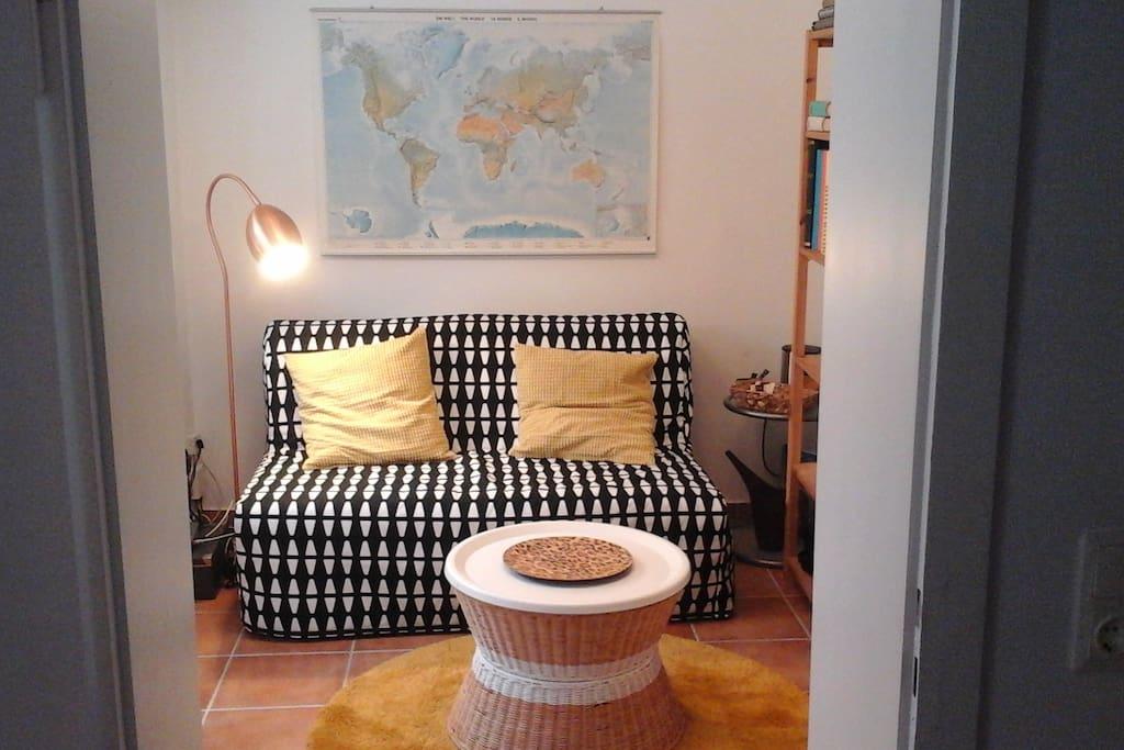 Kleines Wohnzimmer mit Ausziehcouch 140x190cm Liegefläche