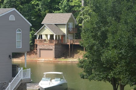 Stunning Boat House!!!!!! - Dadeville