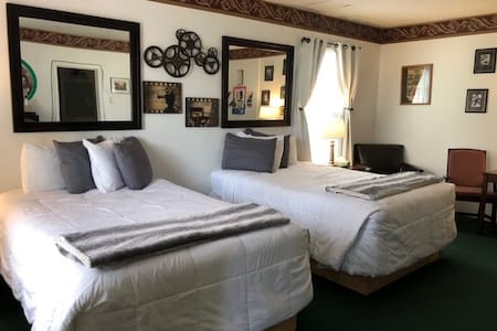 It's A Wonderful Life suite at Park Motel