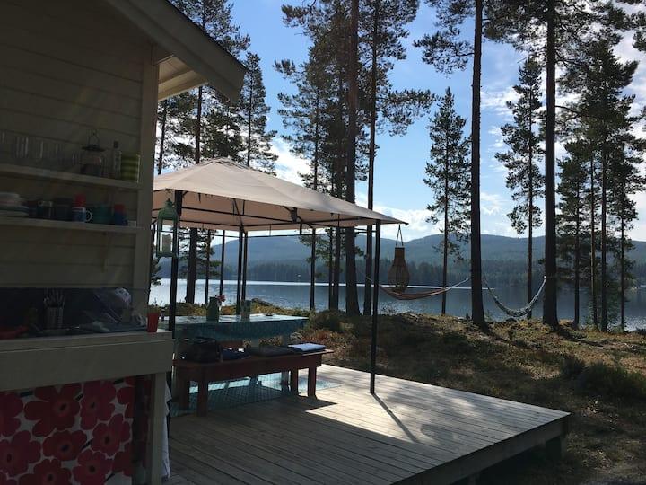 Vackert belägen stuga nära Järvsö