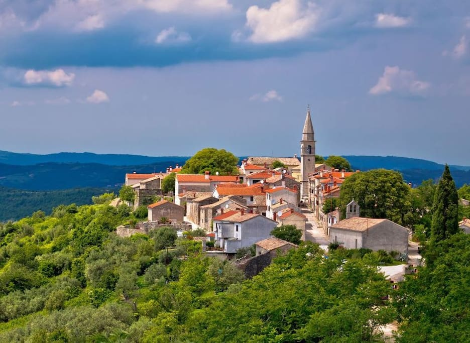 Draguć - a picturesque medieval hilltop village in central Istria known as the Istrian Hollywood due to the number of movies filmed here