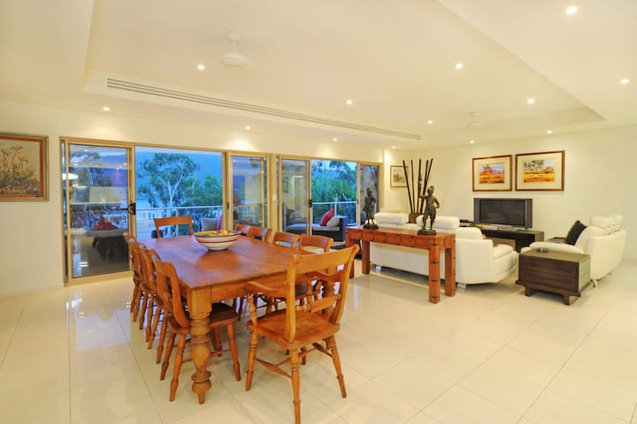 Le Jarden 4 bedroom Penthouse - Airlie Beach