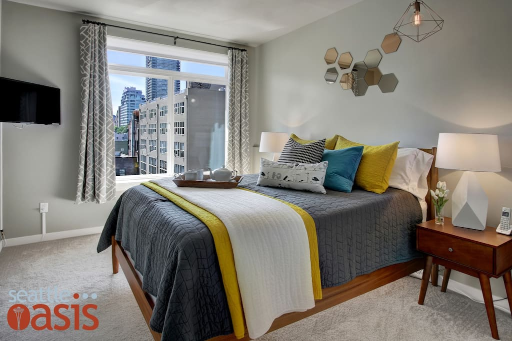 Rest up like a real city slicker in this crisp and clean bedroom, complete with a bedside view of Seattle's skyline!