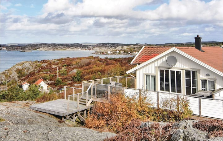 Stunning home in Kyrkesund with Sauna and 5 Bedrooms