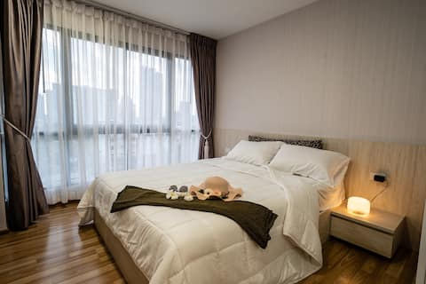 New and Cozy Condo close to BTS Punnawithi