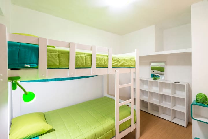 BED 3 MIN FROM AIRPORT - Callao - Haus