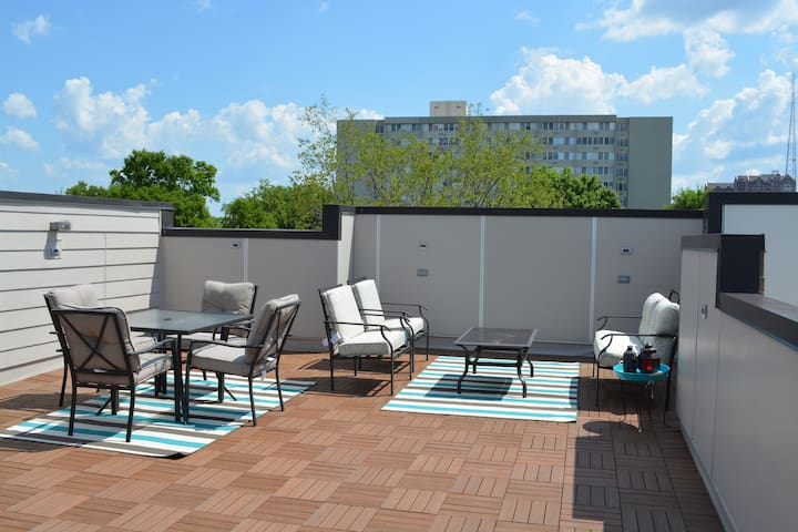 Nashville vacation home with rooftop!