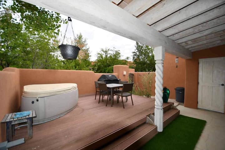 La Vida Feliz 2BR/2BA w/ Private Hot Tub & Decks