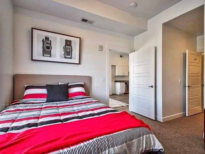 Amenity Packed Private 1bed/1bath in our Home!