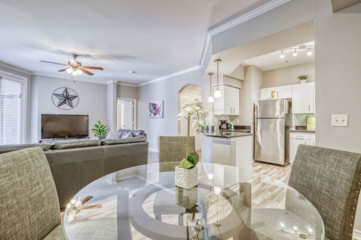 Uptown, Dining, Night Life, Parking + Cable + WiFi