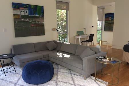 Modern Ocean Park Guest House, 5 blks from beach! - Santa Monica - Loft