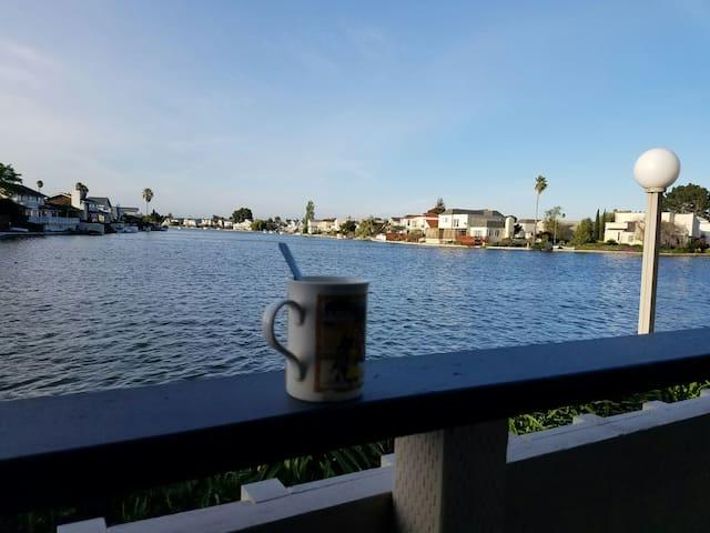 Private bedroom/bathroom, parking & lagoon view - Foster City - Huoneisto