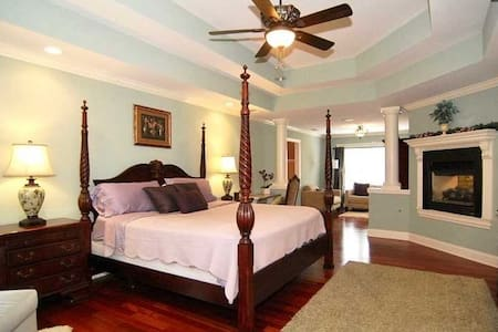 Luxury Home for extended stay (Near Lake Murray)!!