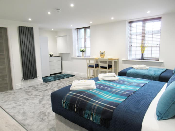 (5) Media City Large Studio Sleeps 3