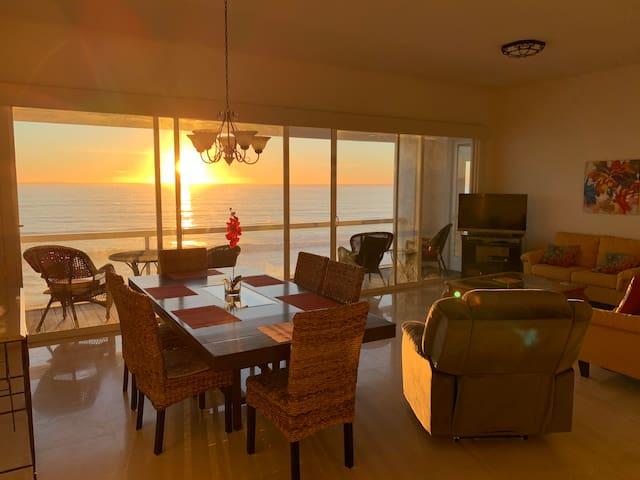 Oceanfront Condo - ENTREMAR