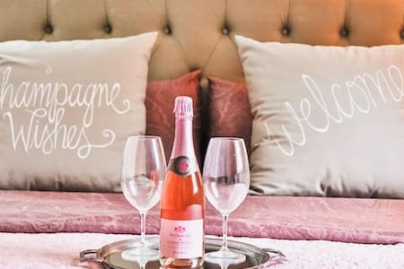 Bayfield Boutique Bed and Breakfast - Champagne Suite