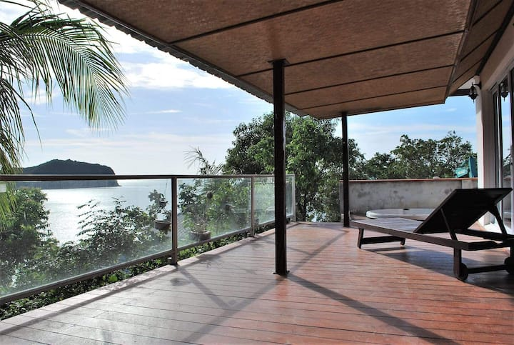Nice villa with sea view and beach access