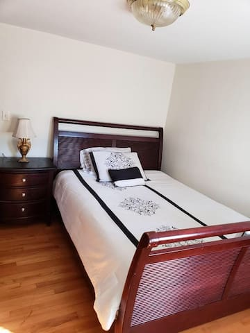 Private, quiet stay in Skokie