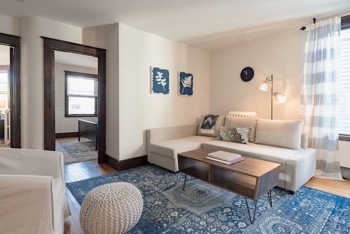 Intimate and Cozy West End Apartment with Parking