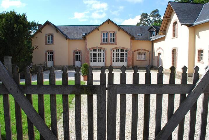 au coeur d'un domaine historique  - Chailland - Huis
